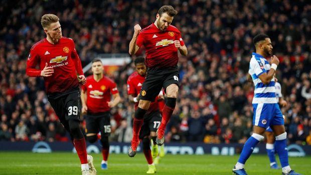 Juan Mata berhasil membuka keunggulan Manchester United.