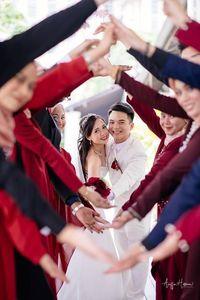 Foto Viral Pernikahan Pasangan di Gereja, Bridesmaids-nya Berhijab Semua