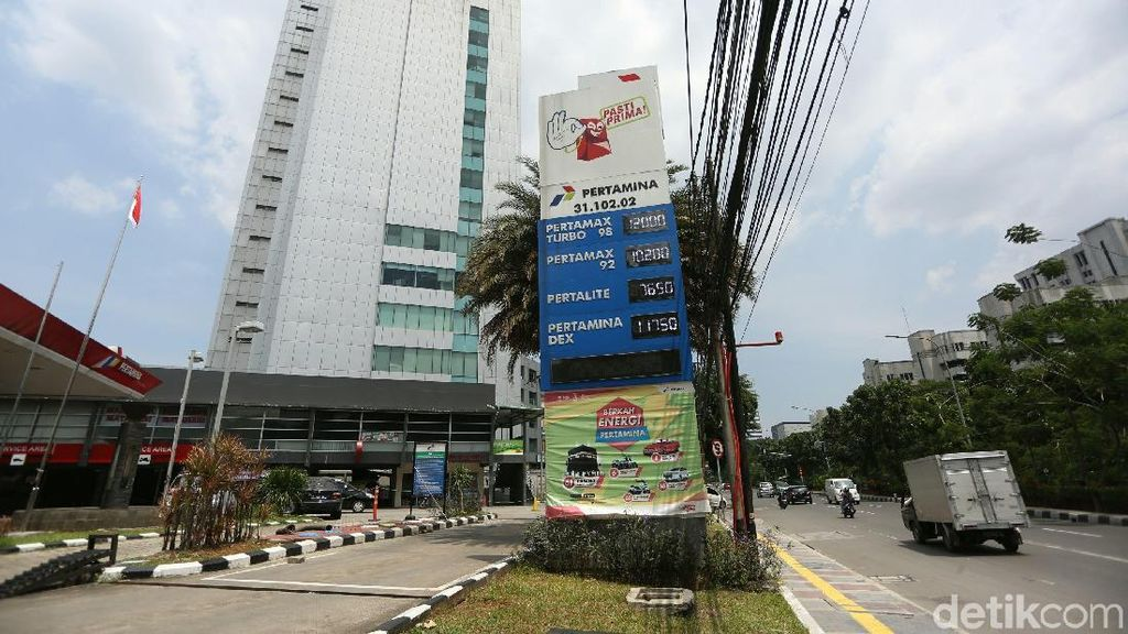 Kok Pertamina Cuma Turunkan Harga Pertamax Cs Rp 200 per Liter?