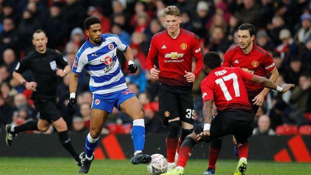 Permainan cepat membuat Reading bisa mengimbangi Man United.