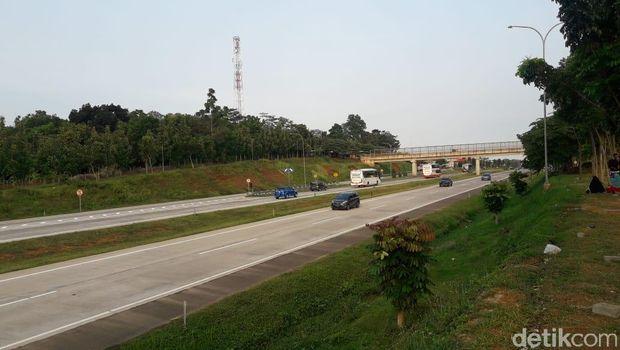 Kondisi lalin di Tol Cipali arah Jakarta terpantau lancar sore tadi. Begitu pula sebaliknya