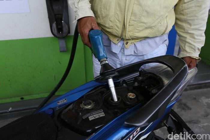 PT Pertamina (Persero) akhirnya mengikuti jejak para kompetitornya, yakni menurunkan harga jual bahan bakar minyak (BBM) non subsidi.
