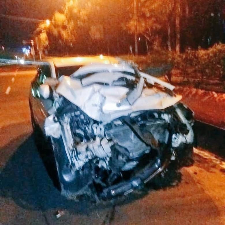 Truk Trailer Kecelakaan dengan Mobil SUV di Kemayoran