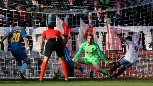 Wissam Ben Yedder membawa Sevilla unggul 1-0 di menit ke-37.