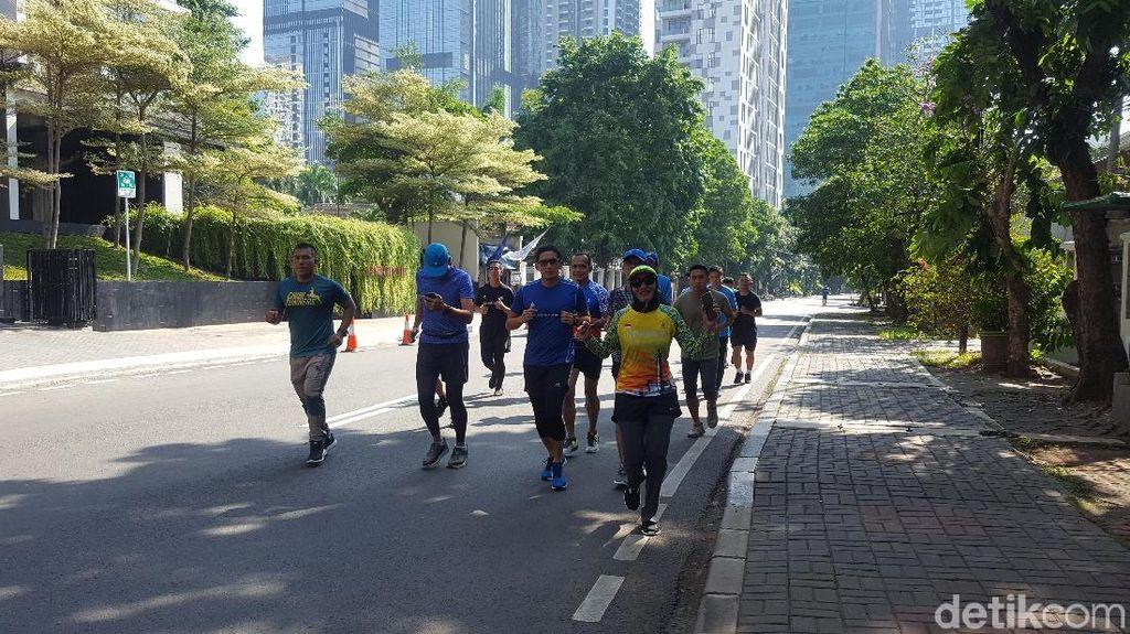 Sebelum Bertolak ke Banten, Sandi Lari Pagi di Jaksel