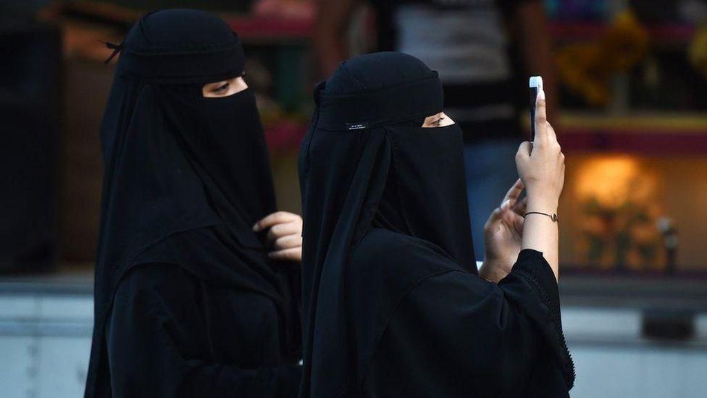 Perempuan Saudi akan Dapat Konfirmasi Perceraian melalui Pesan Teks