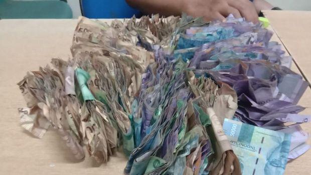 bukti uang milik gelandangan yang diamankan di Pasar Reco