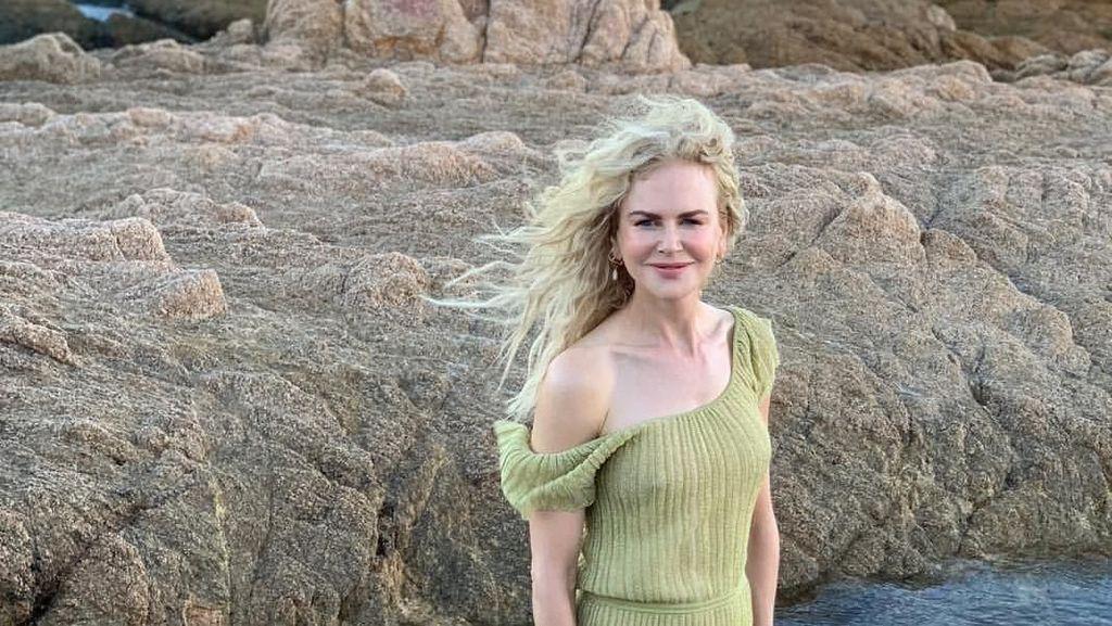 Jelang Golden Globe 2019, Nicole Kidman Nikmati Pantai Bareng Keluarga