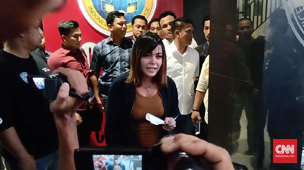 Ke Polisi, Vanessa Angel Serahkan Rp35 Juta dari Bagi Hasil
