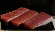Wow, Tuna 69 Kg Ini Dipotong Langsung jadi Sashimi di Depan Pelanggan