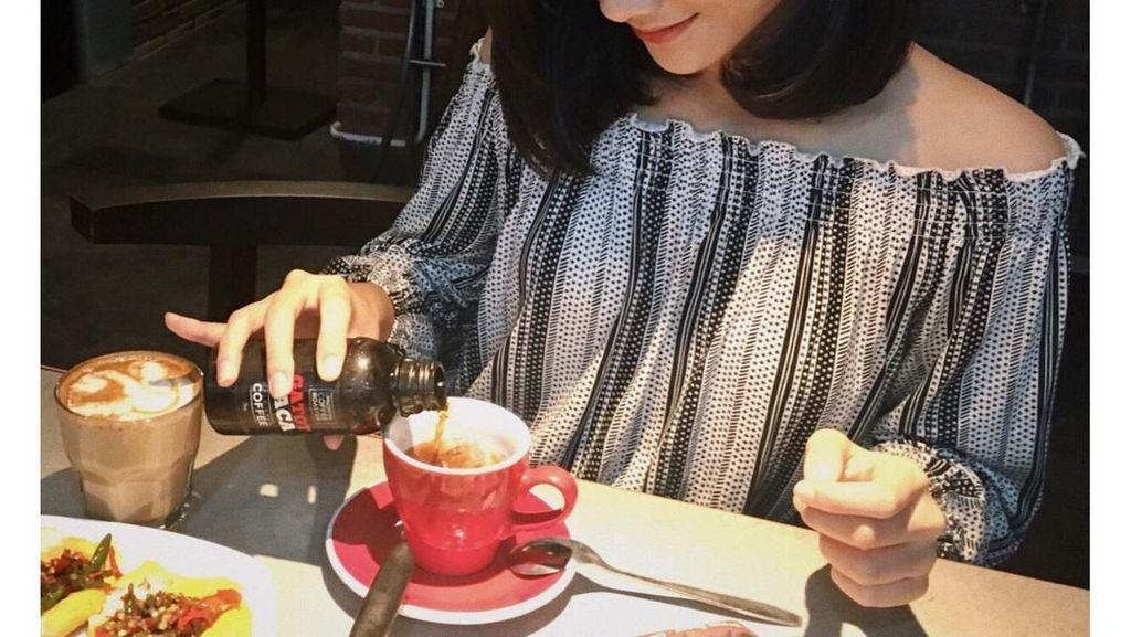 Bikin Gagal Fokus! Gaya Azaria, Kembaran Pacar Rizky Febian Saat Hang Out