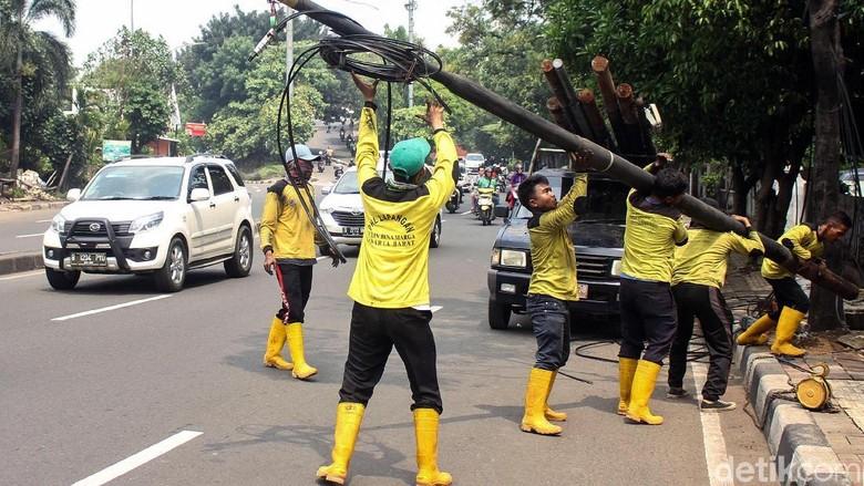 Pemkot Jakarta Barat Atasi Kabel Semrawut di Jalanan