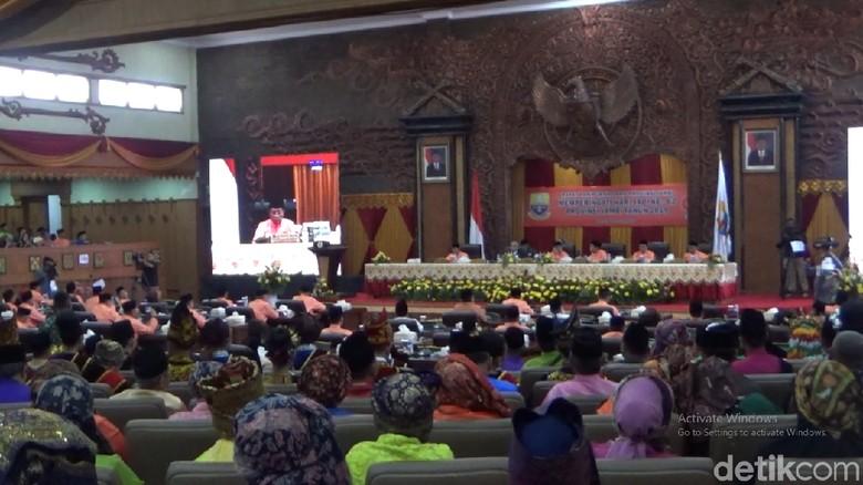 Jadi Tersangka KPK, Ketua DPRD Jambi Masih Pimpin Paripurna