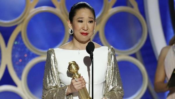 Host Golden Globe Sandra Oh Raih Aktris Terbaik Serial Drama