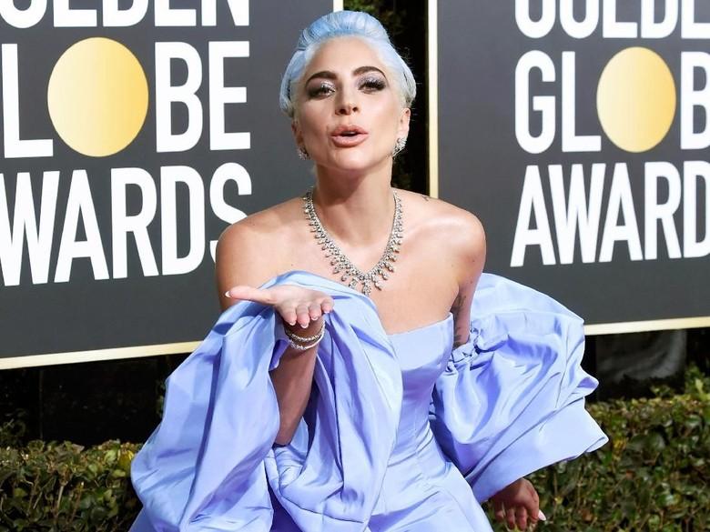 Gaun Lady Gaga dilelang pelayan hotel. Foto: Dok. Getty Images