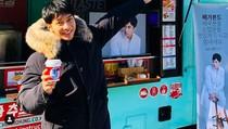 Syuting VAGABOND, Lee Seung Gi Dapat Kiriman Food Truck Dari Sehun EXO