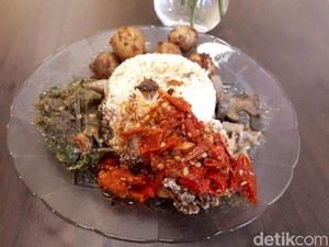 Loka Padang: Mantap! Nasi Padang Vegan Lauknya Jamur Balado dan Rendang Kentang