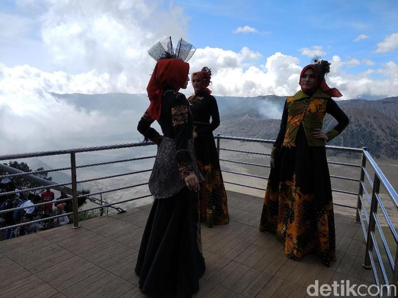 Pameran Busana Batik di Puncak Seruni Point Bikin Takjub Pengunjung