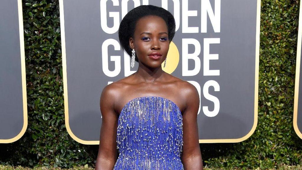 Sepatu Cantik Lupita Nyongo di Golden Globes Hanya Rp 600 Ribuan