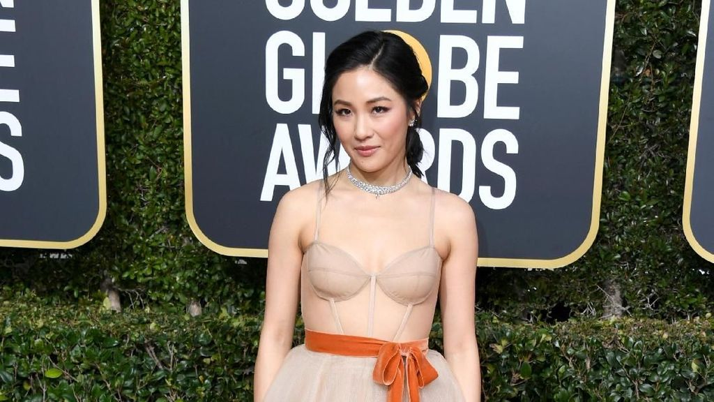 Foto: Adu Gaya Bintang Crazy Rich Asians di Golden Globes 2019