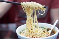 Tunjukkan Bon Palsu, Pria Ini Makan Gratis Puluhan Mangkuk Mie Setiap Bulan