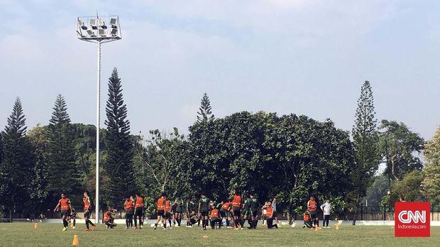 Latihan perdana Timnas Indonesia U-22 diperkuat 33 pemain.