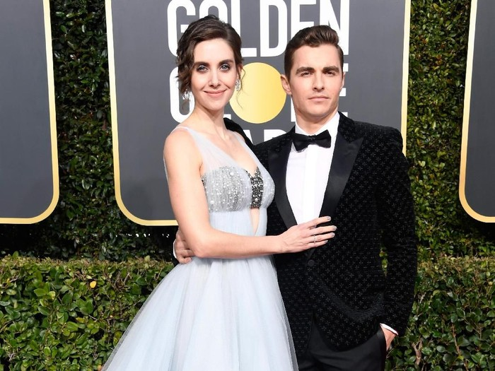 BEVERLY HILLS, CA - JANUARY 06:  Alison Brie (L) and Dave Franco attend the 76th Annual Golden Globe Awards at The Beverly Hilton Hotel on January 6, 2019 in Beverly Hills, California.  (Photo by Frazer Harrison/Getty Images)