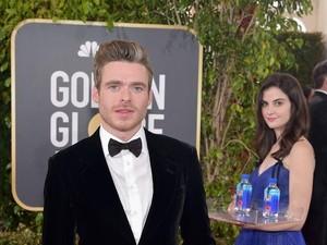 Gadis Pembawa Air Minum Curi Perhatian di Golden Globes, Kini Jadi Viral