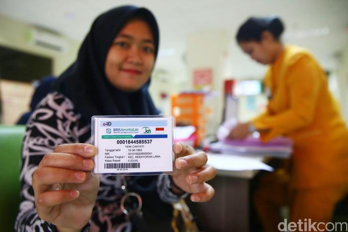 Seorang pasien tengah memeriksakan kesehatannya di RSUD Jati Padang, Jakarta Selatan. (Foto: Grandyos Zafna/detikHealth)