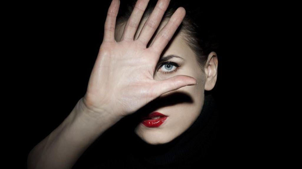 Tak Terima Dipanggil Cantik, SPG Wanita Ngamuk & Patahkan Jari Pelanggan