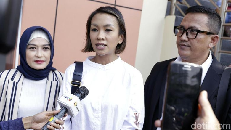 Melanie Putria saat ditemui di Pengadilan Agama Jakarta Barat pada Selasa (8/1). Foto: Palevi S/detikFoto