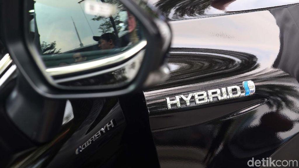 Konsumsi BBM Camry Hybrid Saingi LCGC, Tembus 24 Km/Liter!