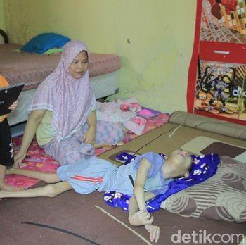 Nelangsa Pemuda Soreang Bandung Terbaring Tak Berdaya