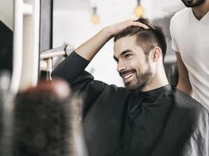Pria Ini Minta Potongan Rambut Seperti di Internet, Hasilnya Malah Kocak