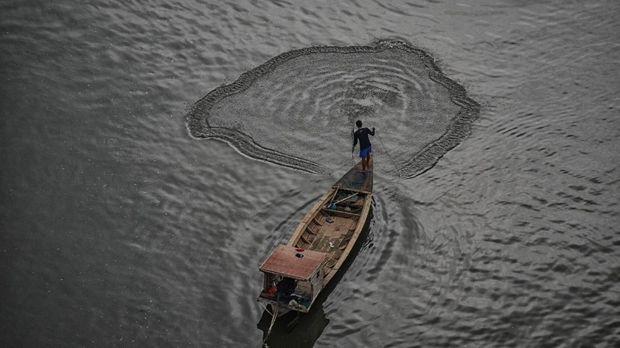 Kini, Nelayan Pun Cek Aplikasi Sebelum Melaut