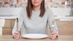 Kata Mereka yang Merasa Jadi Galak Saat Kelamaan Menunggu Pesanan Makan