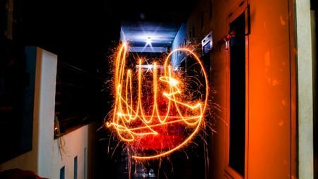 Main kembang api setelah akhir tahun