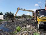 Pembersihan Disetop, Sampah di Kali Pisang Batu Capai 2.000 Ton