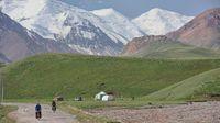 Pemandangan di sekitar Pamir Highway.