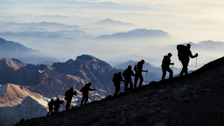 Foto: Ilustrasi Pendaki Gunung (iStock)