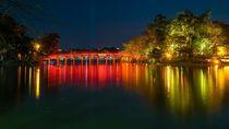 Tenangnya Danau Hoan Kiem Sampai Gemerlapnya Birdcage di Hanoi