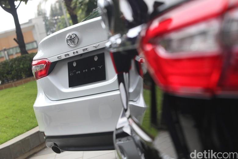 Toyota Camry. Foto: Ari Saputra