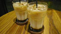 Menyuruput Es Kopi di Restoran yang Homey