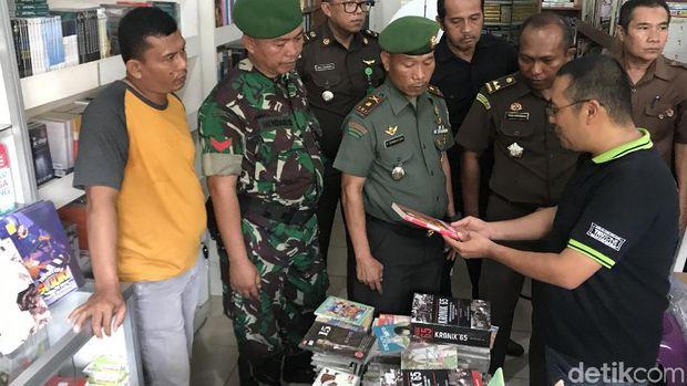Aparat Amankan Sejumlah Buku Berunsur PKI di Padang