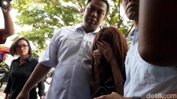 Ada yang Suruh Muncikari Temani Vanessa Angel ke Surabaya, Siapa?