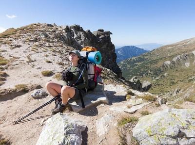 Peralatan Kecil Wajib Dibawa untuk Mendaki Gunung