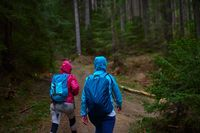 Perlengkapan pendakian gunung seperti jaket untuk menjaga kehangatan tubuh (iStock)