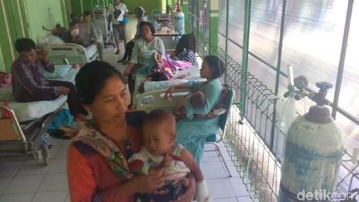 Jumlah pasien anak Demam Berdarah Dengue (DBD) di Rumah Sakit Umum Daerah (RSUD) dr R Soetijono Blora membludak. Foto: Arif Syaefudin/detikcom
