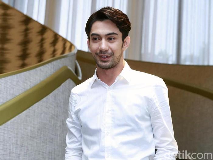Reza Rahadian saat ditemui di kawasan Kebayoran Baru.