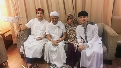 Menggetarkan Hati, Untaian Doa Ustaz Arifin Ilham untuk Istri
